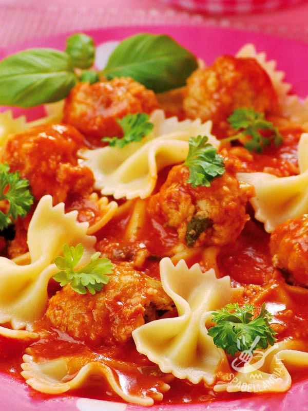 Farfalle with meatballs