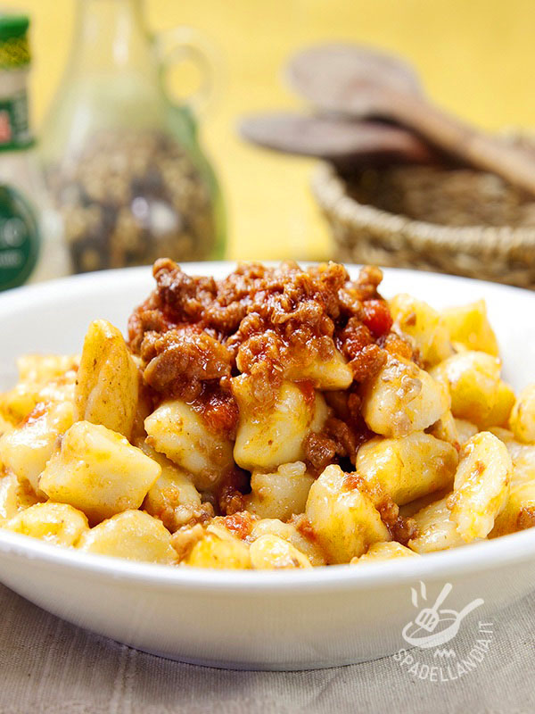 Potato gnocchi with meat sauce